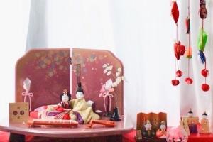 「お雛様を飾る場所の確保と収納方法」