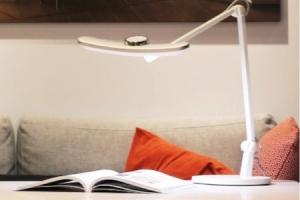 「勉強や読書におすすめ!おしゃれな学習ライト」